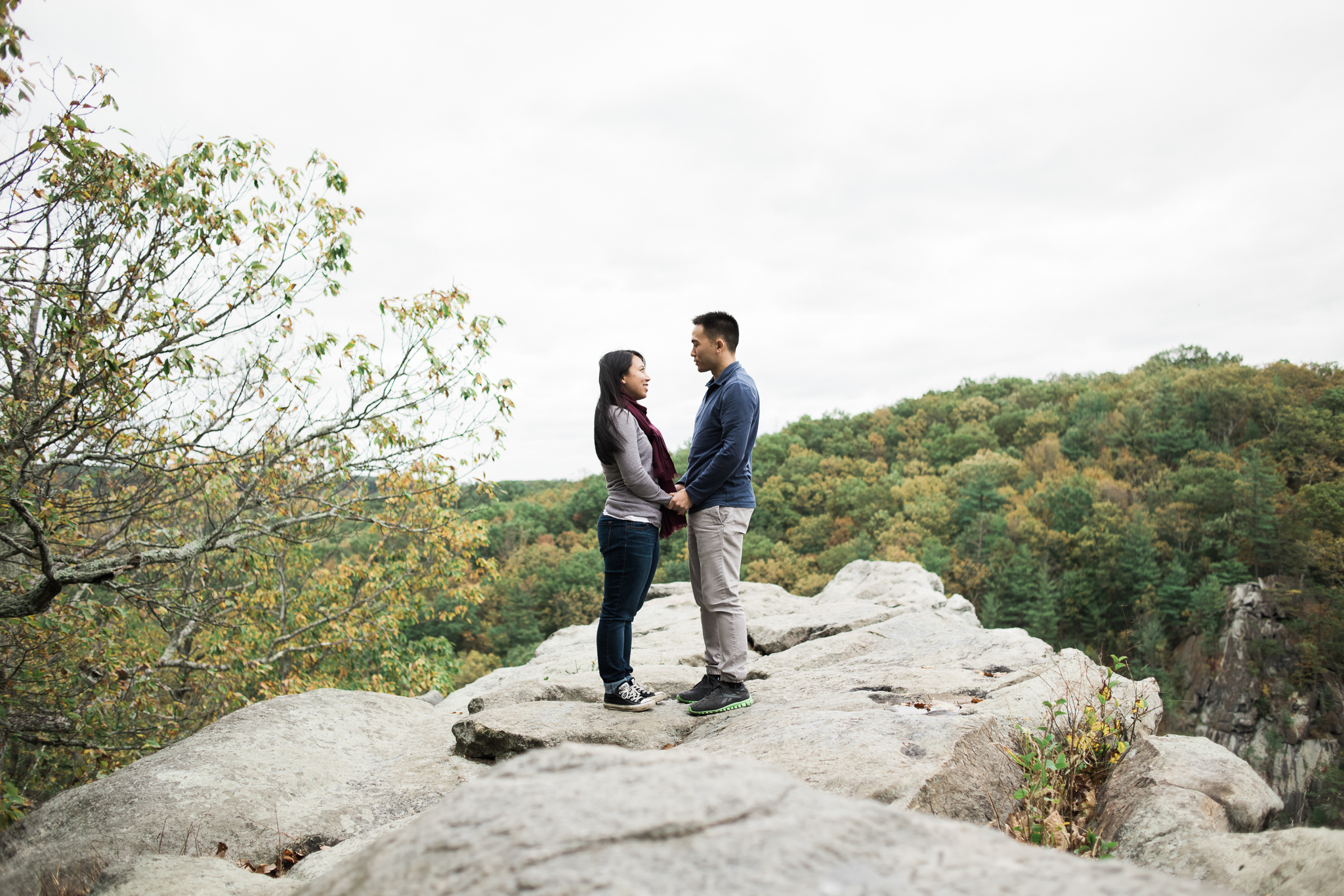 hiking cliff engagement photography washington dc wedding planner sincerely pete