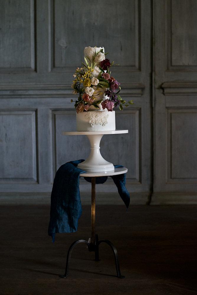 photo:  Erin Tetterton Photography  | Cake & Sugar Flowers:  Fleur & Flour
