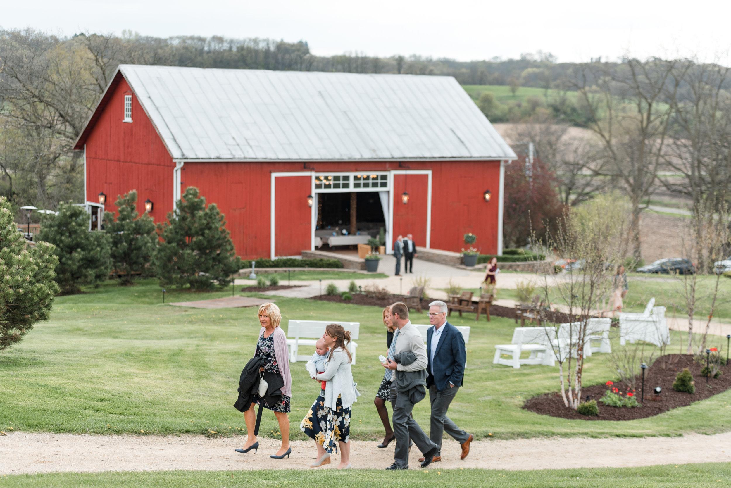 Mt_Horeb_Bridl_Barn_wedding_Photographer_Gavyn_Taylor_Photo_Dani_Eric (28 of 50).jpg