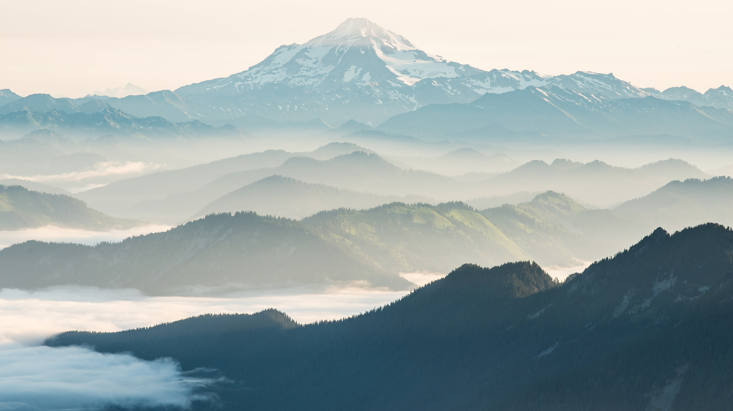 Glacier Peak rising up over a sea of clouds.