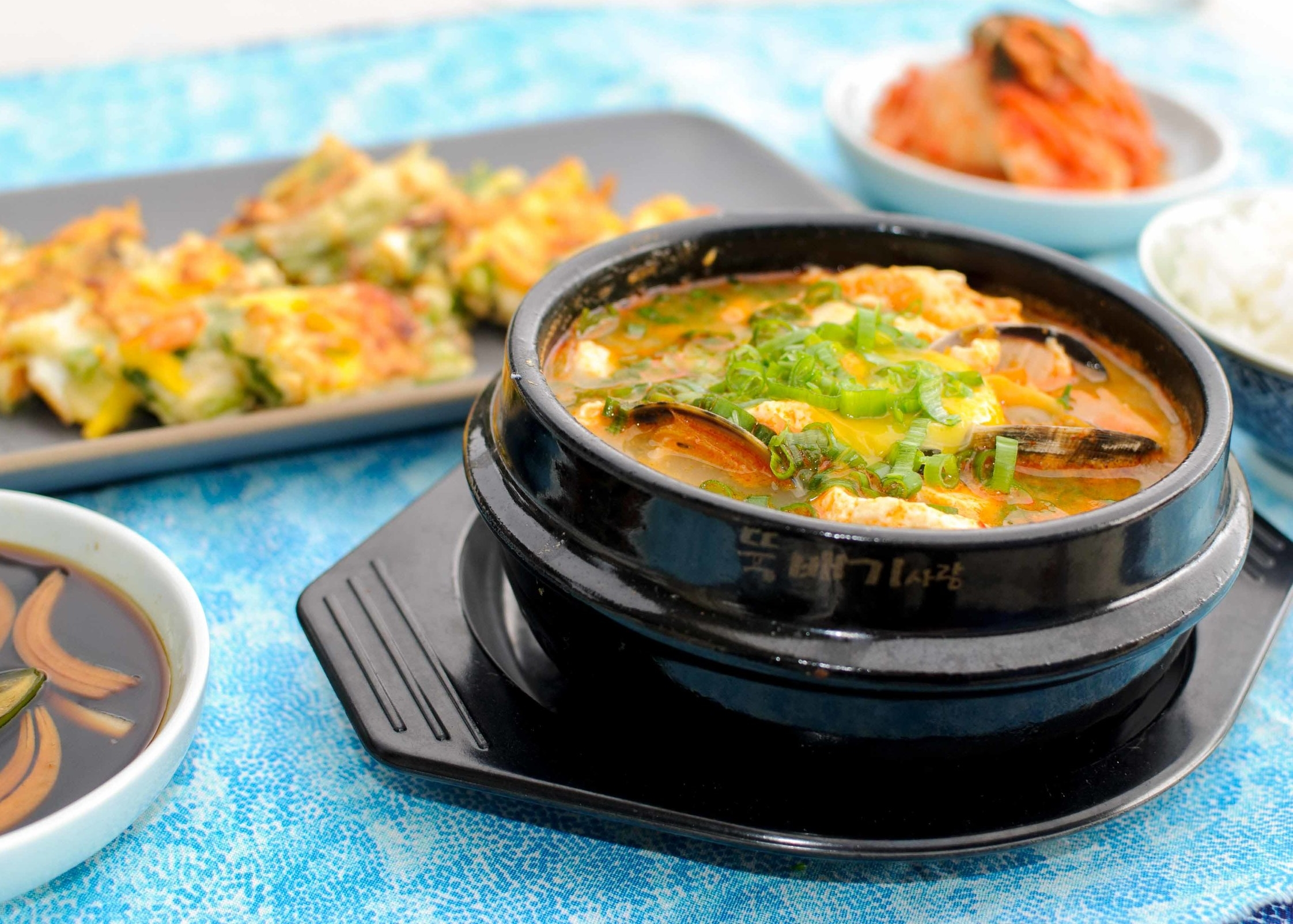 Korean Soft Tofu Stew (Soondoobu Jjigae)