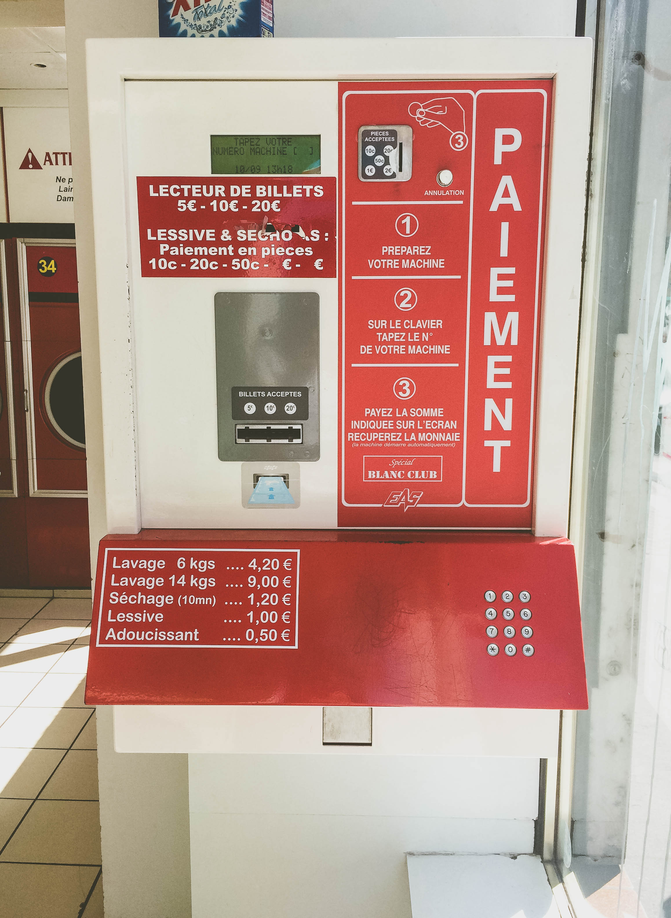 How you pay for the machines at the  laverie . Insert coins, press buttons, it starts working.