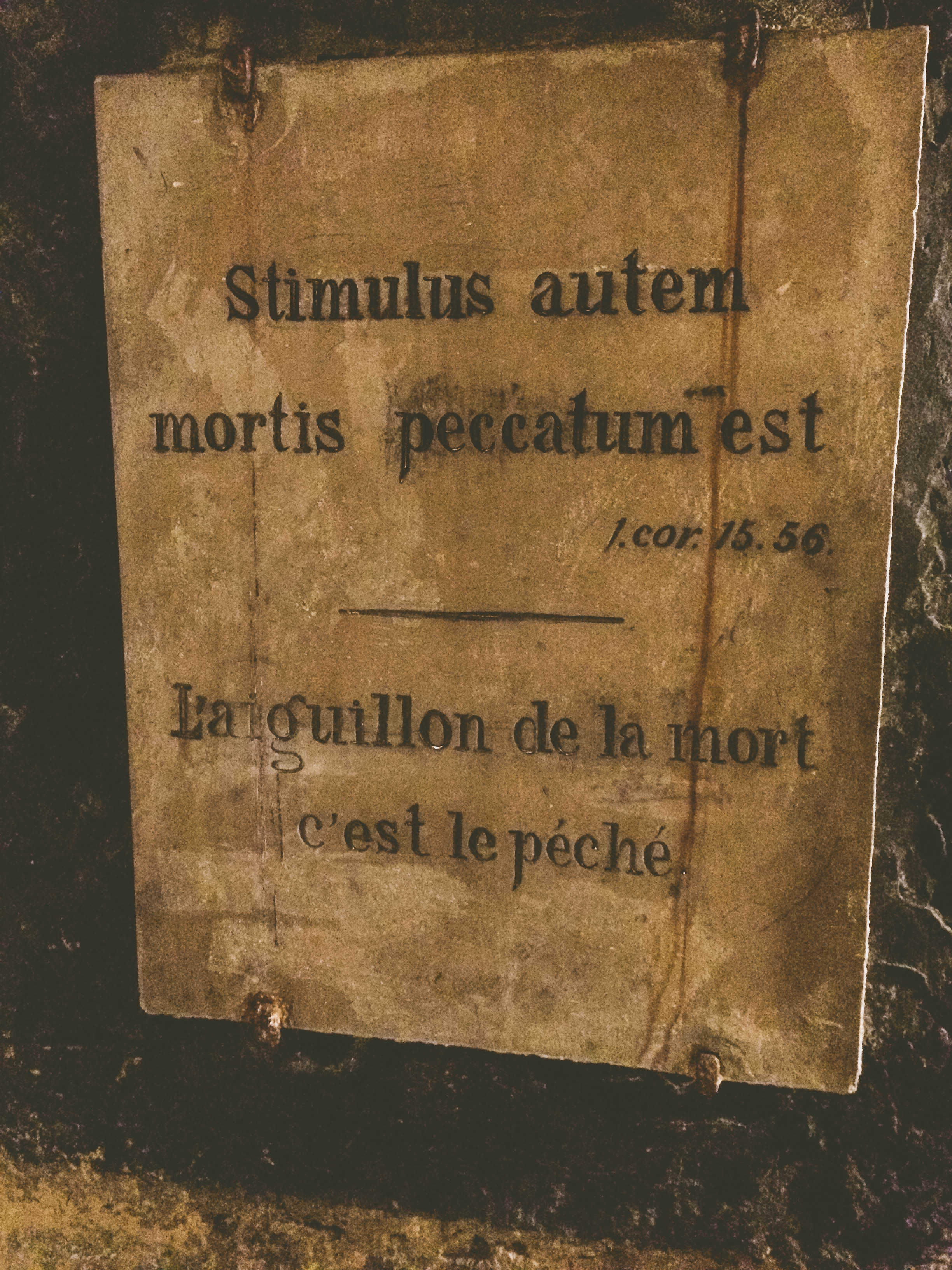 Another reading in the catacombs; this one is in both Latin and French.