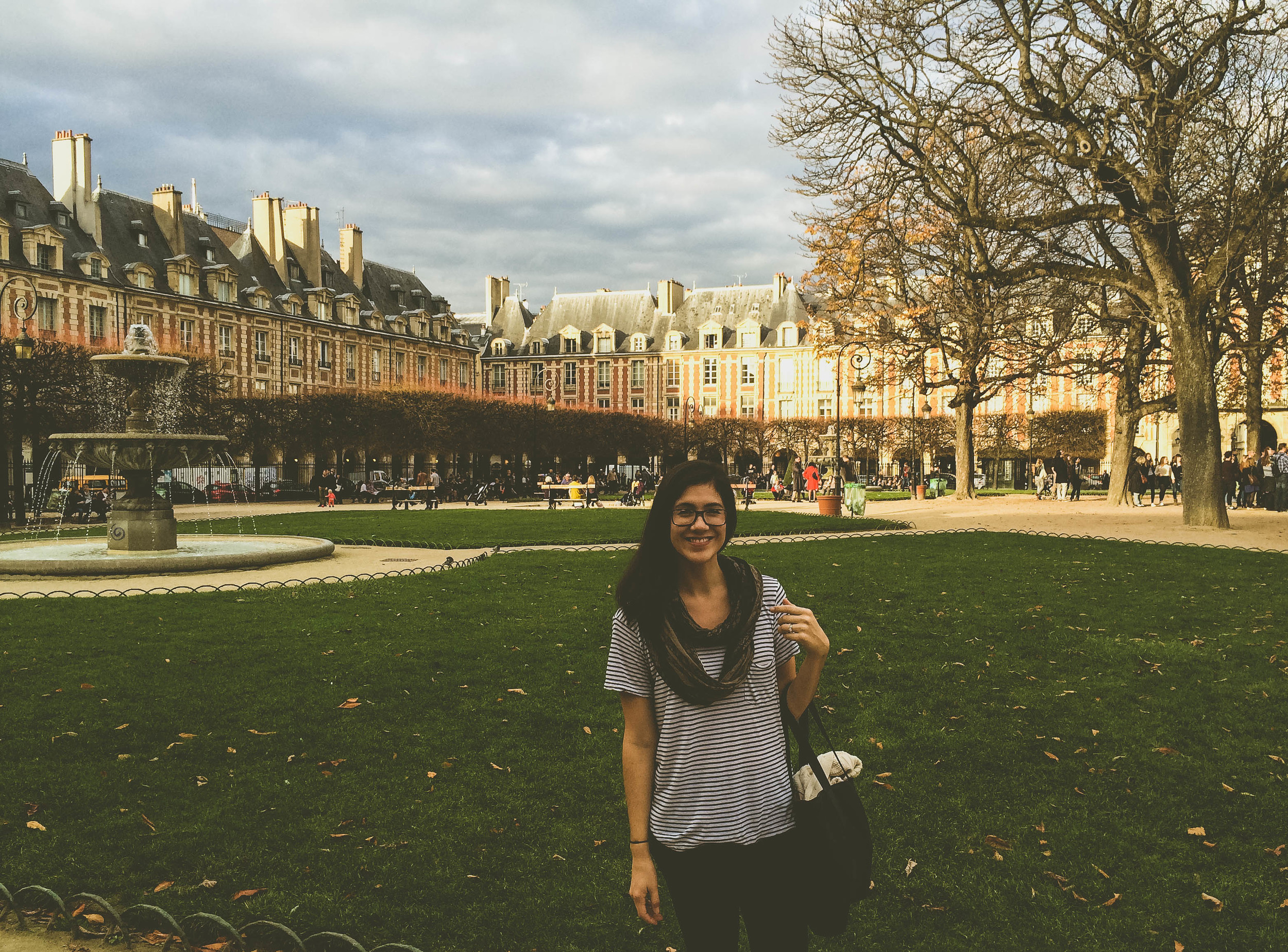 Whitney in Place des Vosges