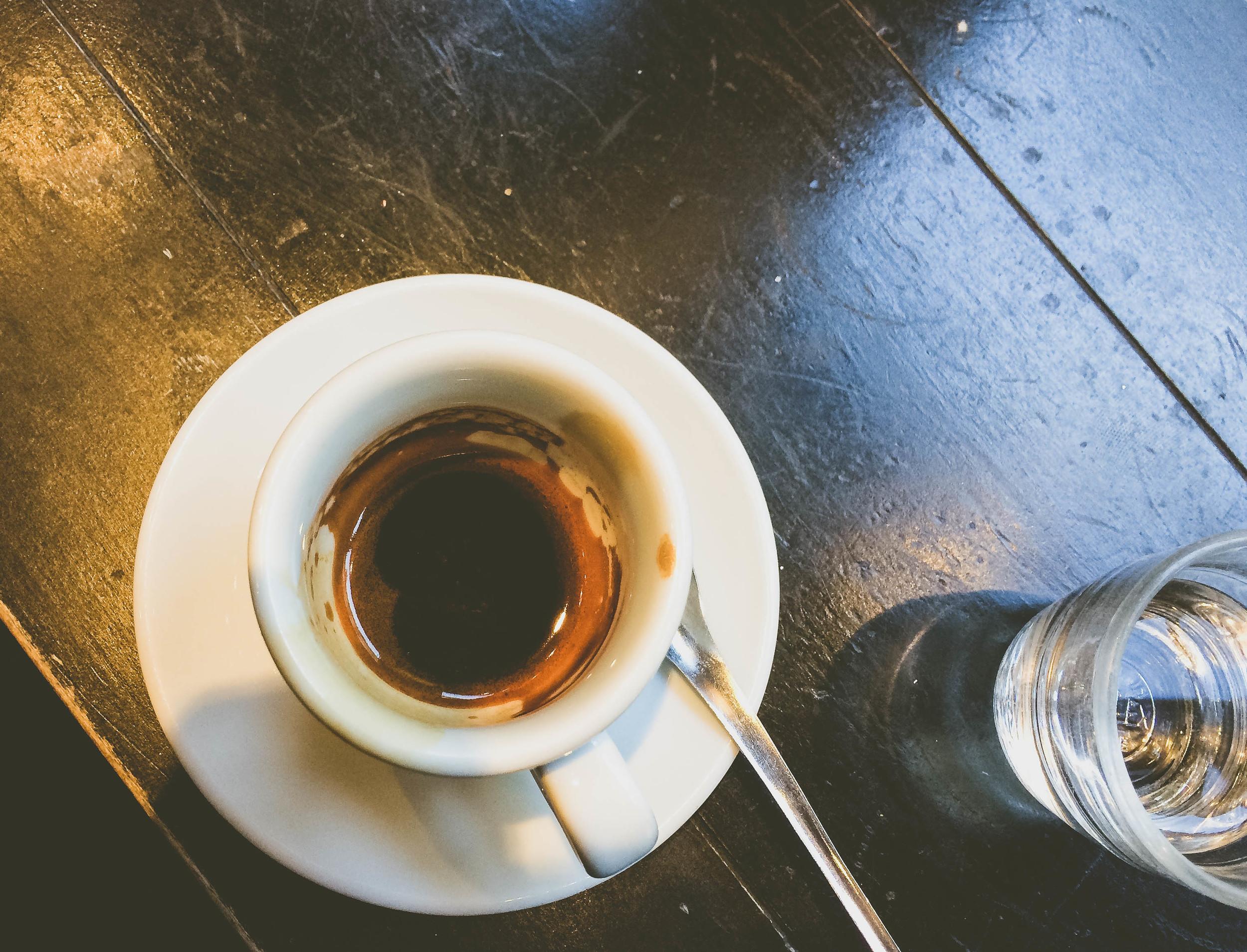 An espresso and verre de l'eau at Terres de Café.