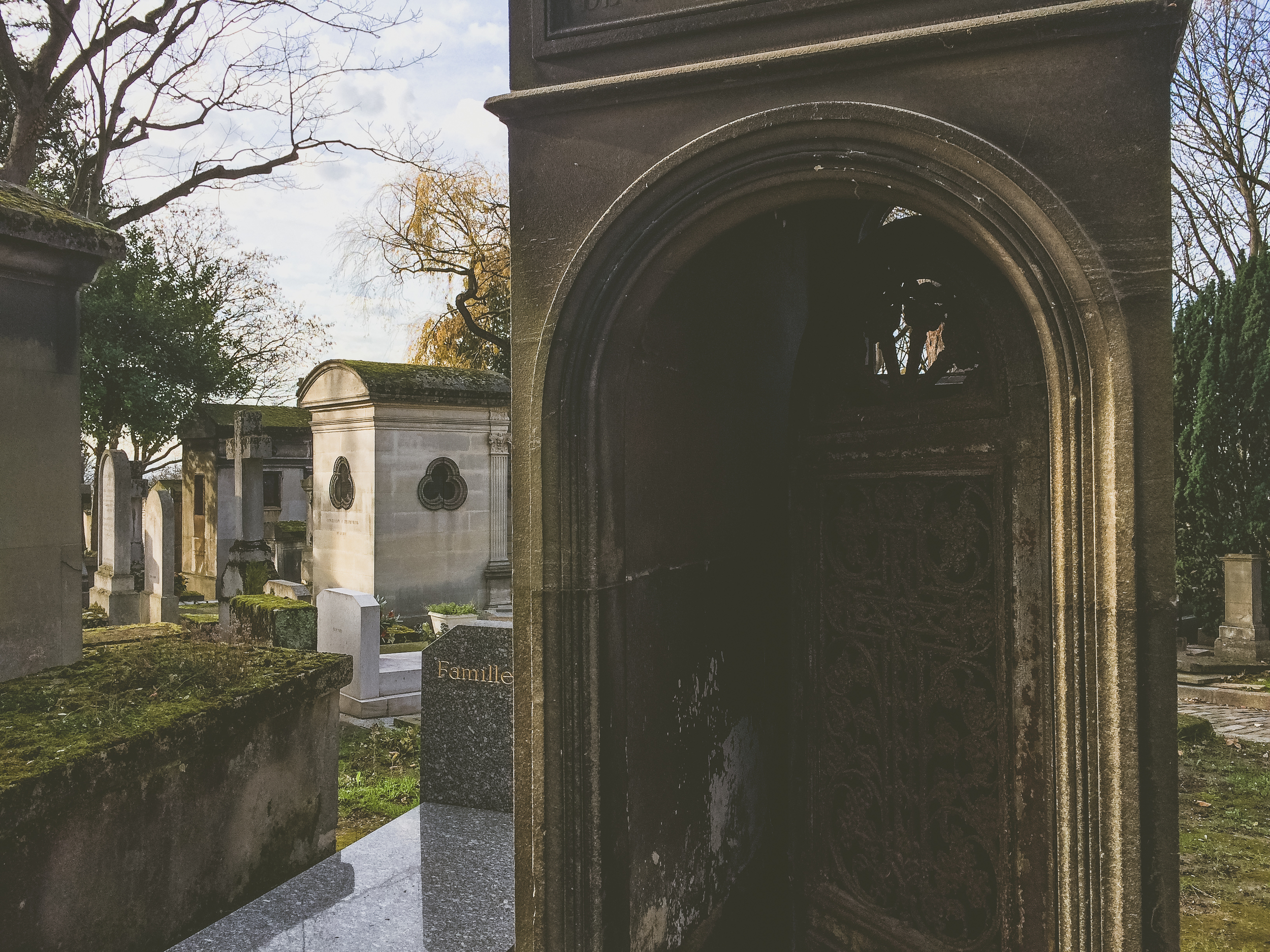 Pere Lachaise (10 of 15).jpg