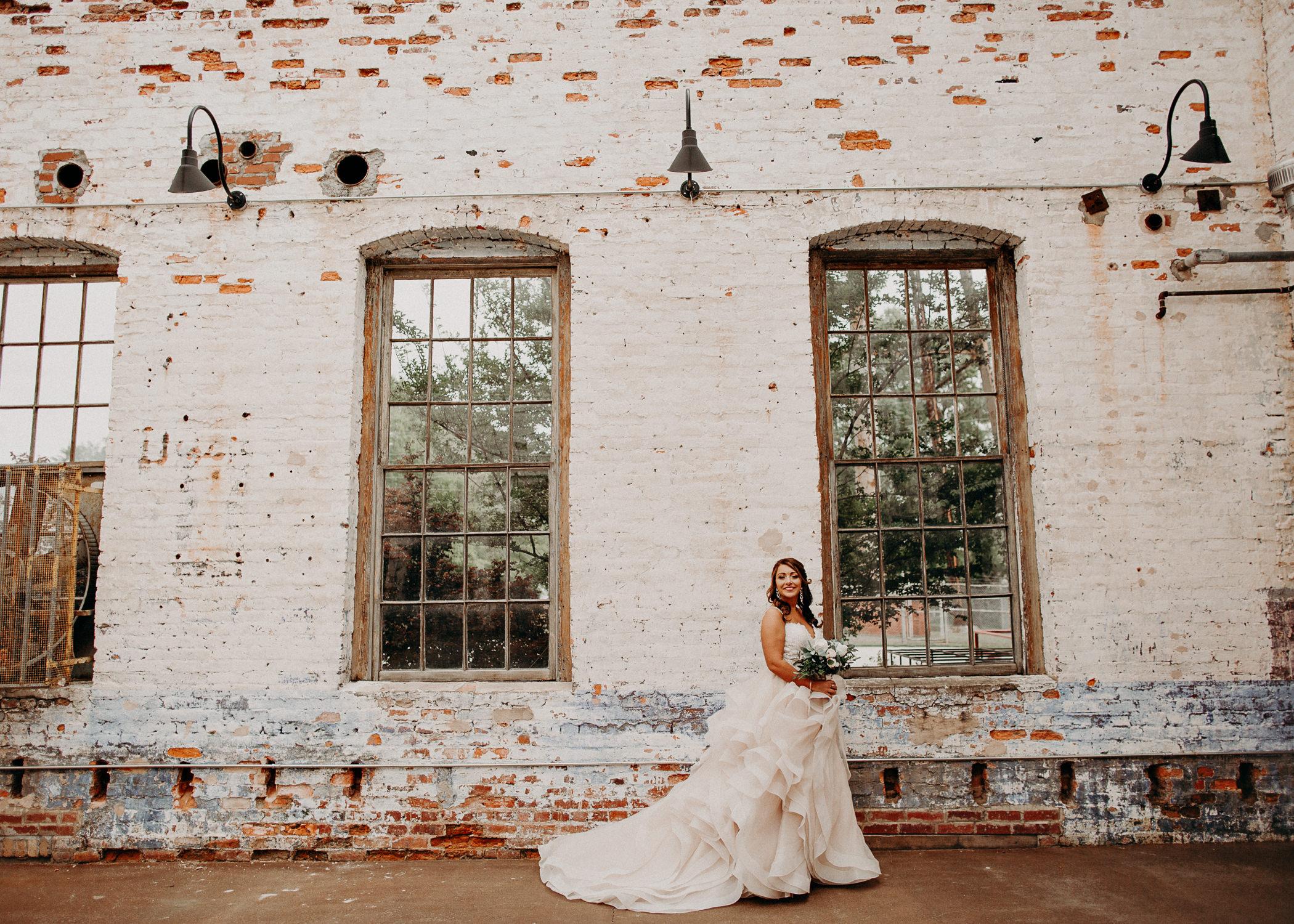 21 4 - Atlanta Wedding Photographer - The engine room - Ga - Wedding trends - Aline Marin Photography.jpg
