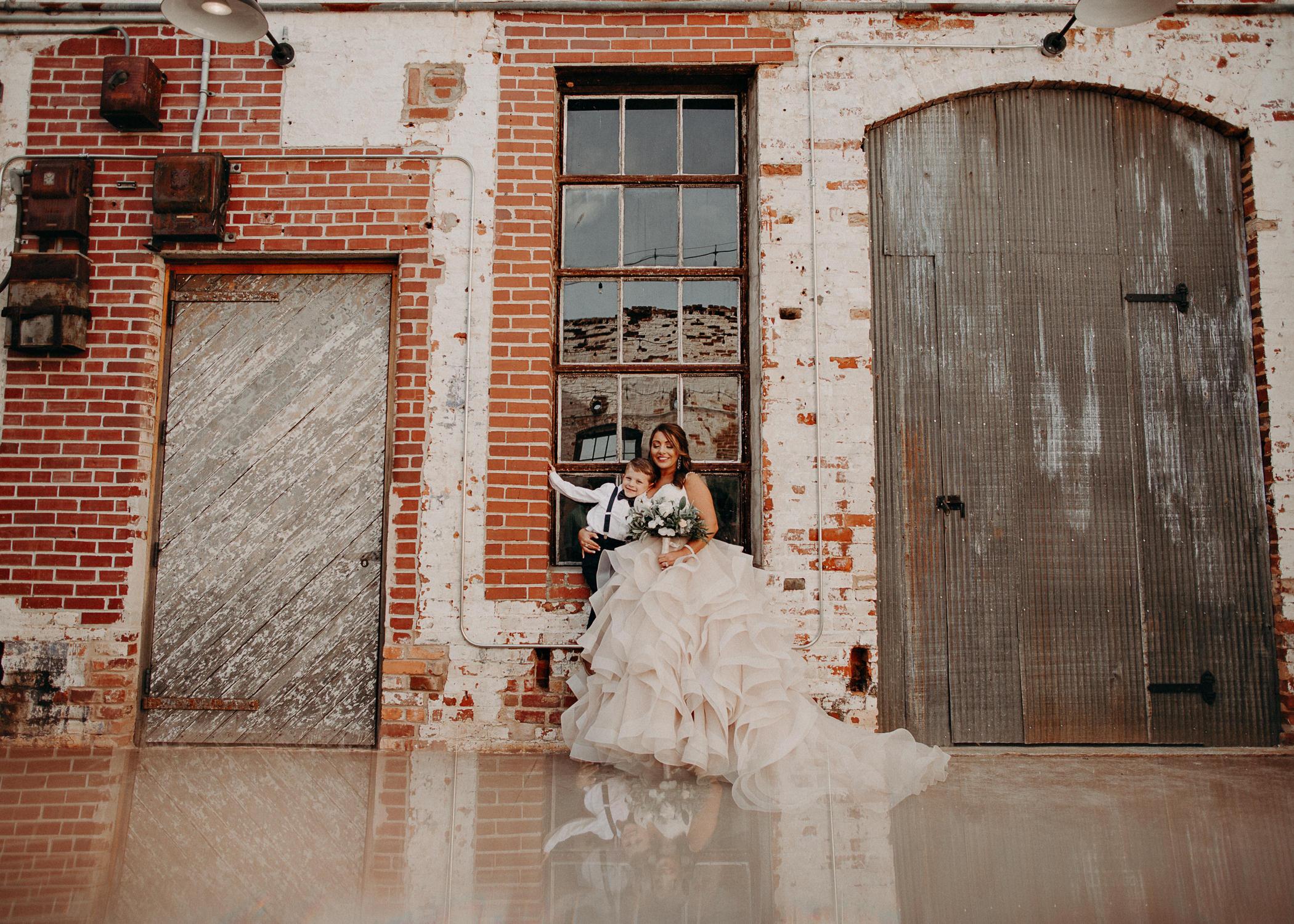 31 4 - Atlanta Wedding Photographer - The engine room - Ga - Wedding trends - Aline Marin Photography.jpg