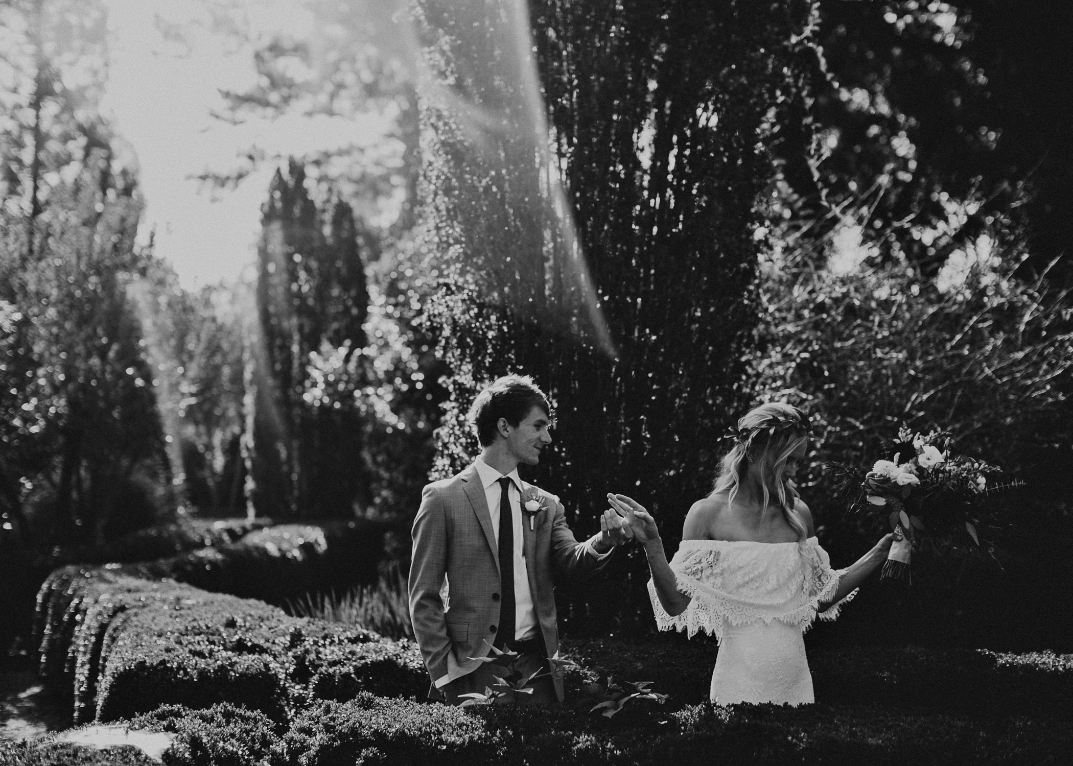 22 - Barnsley Gardens Wedding - Bride portraits - First Look .jpg