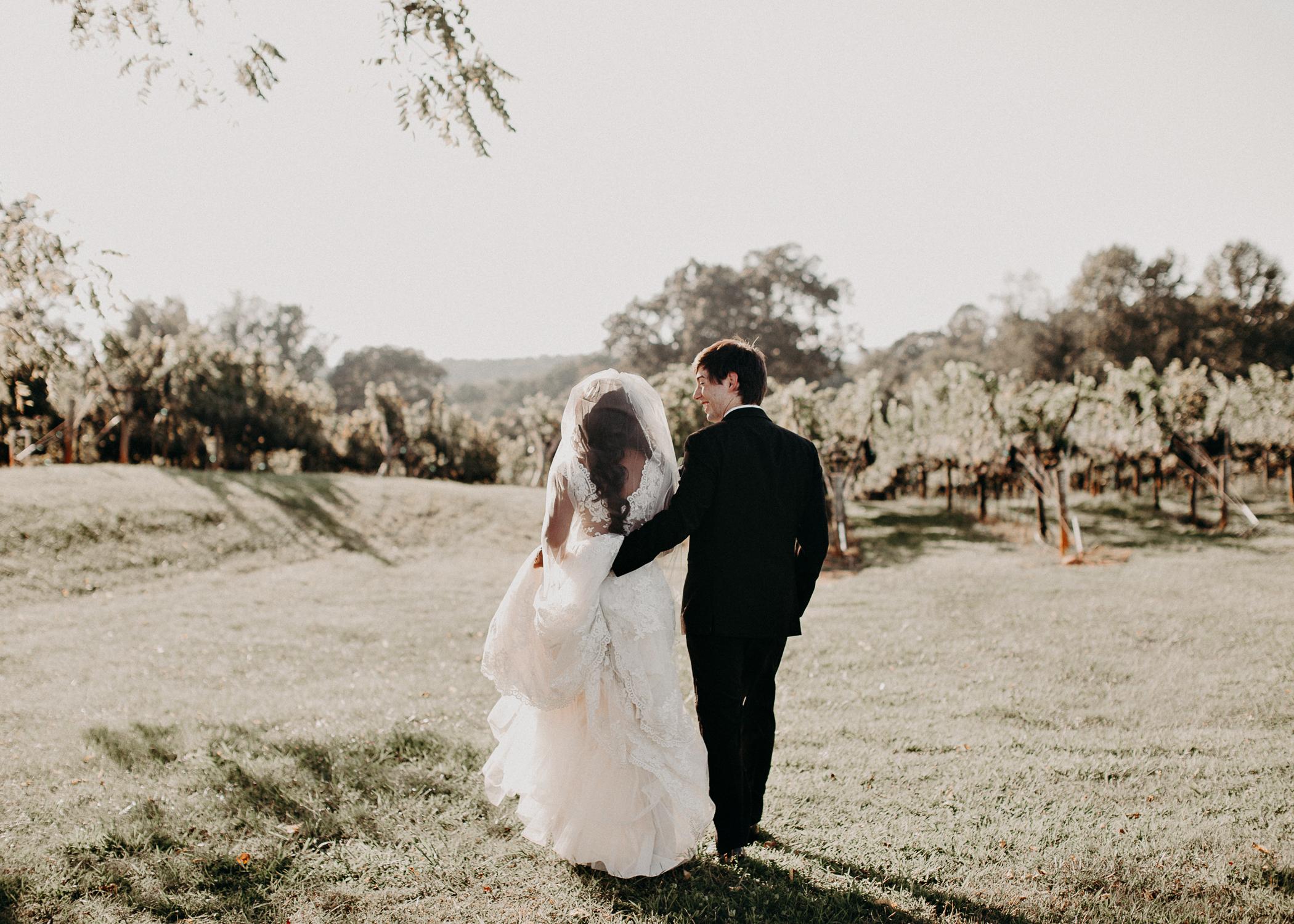 41- Kaya_vineyard_dahlonega_wedding_venue_Bride_and_groom_first_look_and_portraits_aline_marin_photography.jpg