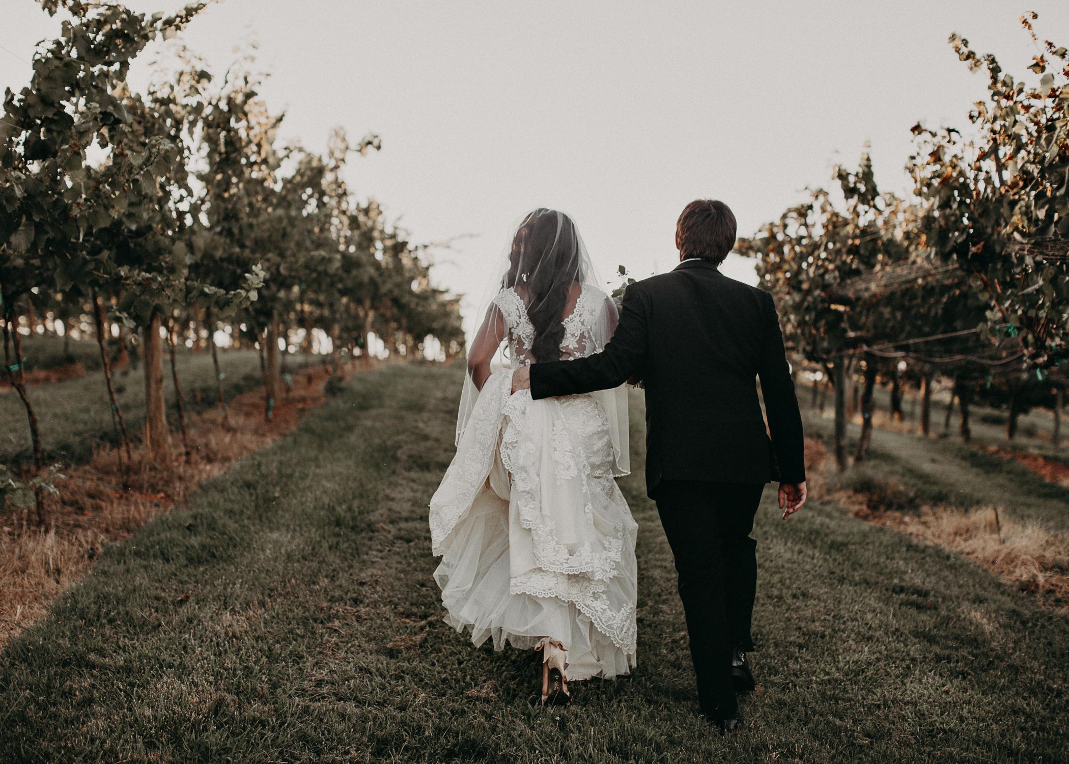 53- Kaya_vineyard_dahlonega_wedding_venue_bridal_party_portraits_aline_marin_photography.jpg