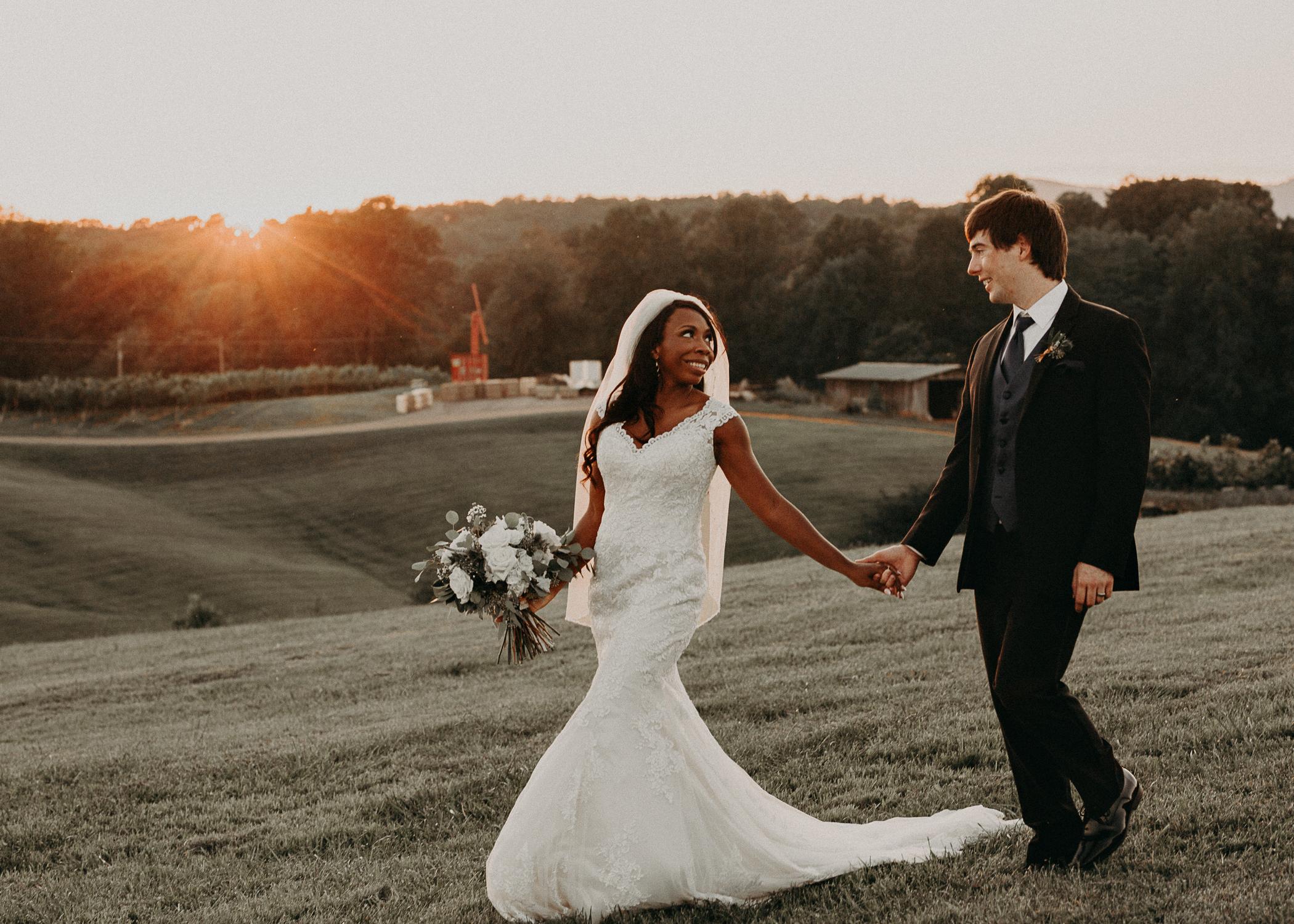 81- Kaya_vineyard_dahlonega_wedding_venue_bride_and_groom_sunset_pictures_aline_marin_photography.jpg