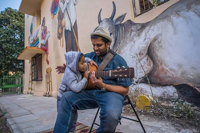 Never ever going to forget this moment. Last February I had the chance to busk for the Lodhi Art Festival by @startindia. This little kid comes up to me while I'm playing and pretty much hugs the guitar! Best moment on any stage by far. How'd you like that hug Willow? @dehradunguitarco . . . . . . #perform #artforall #kids #hugs #stage #love #happiness #music #indie #independent #musician #india #lodhi #photooftheday #best