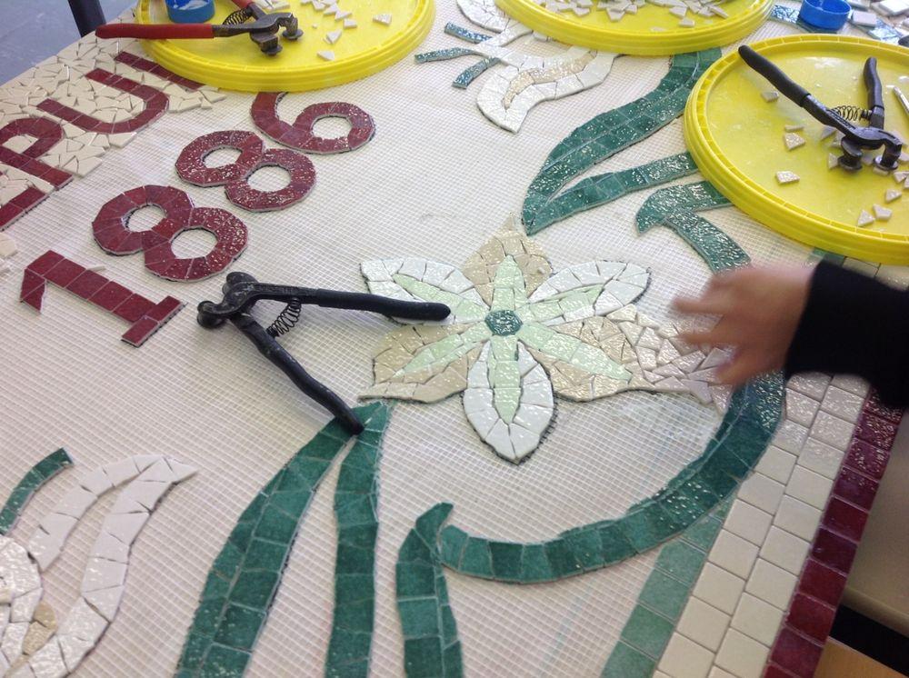 création d'une fresque mosaïque à l'école St Joseph à Asnières