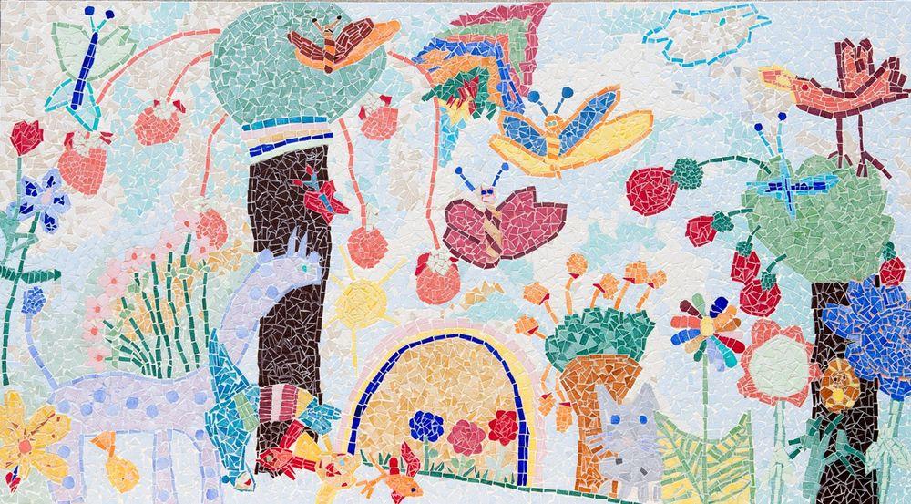une fresque pleine de gaieté réalisée par les petits élèves