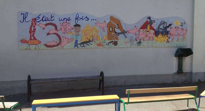 """""""Les 3 petits cochons"""", fresque réalisée à l'école élémentaire Tandou Paris 19 - année 2017-2018"""