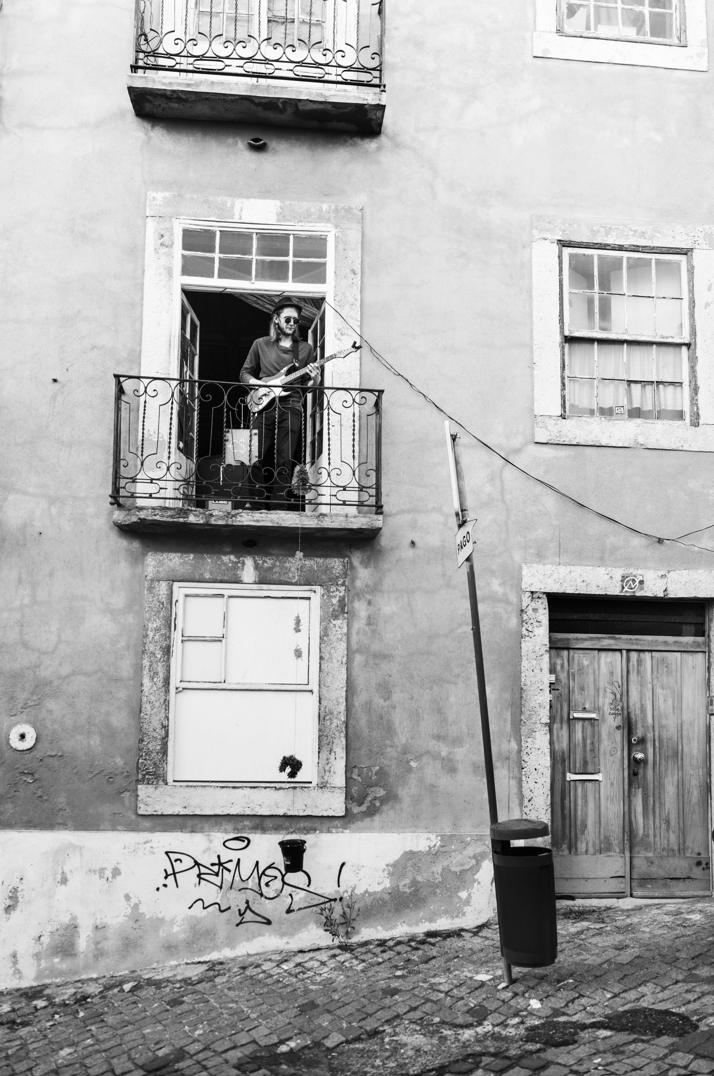 Lisbon Busker 2.jpg