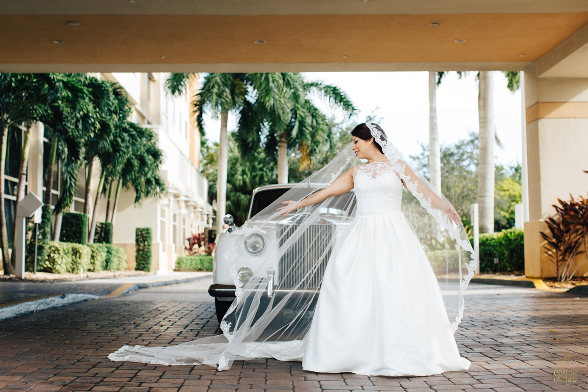 Jacaranda-Country-club-wedding-photographer-florida-venue-sonju-diana-marcos30.jpg