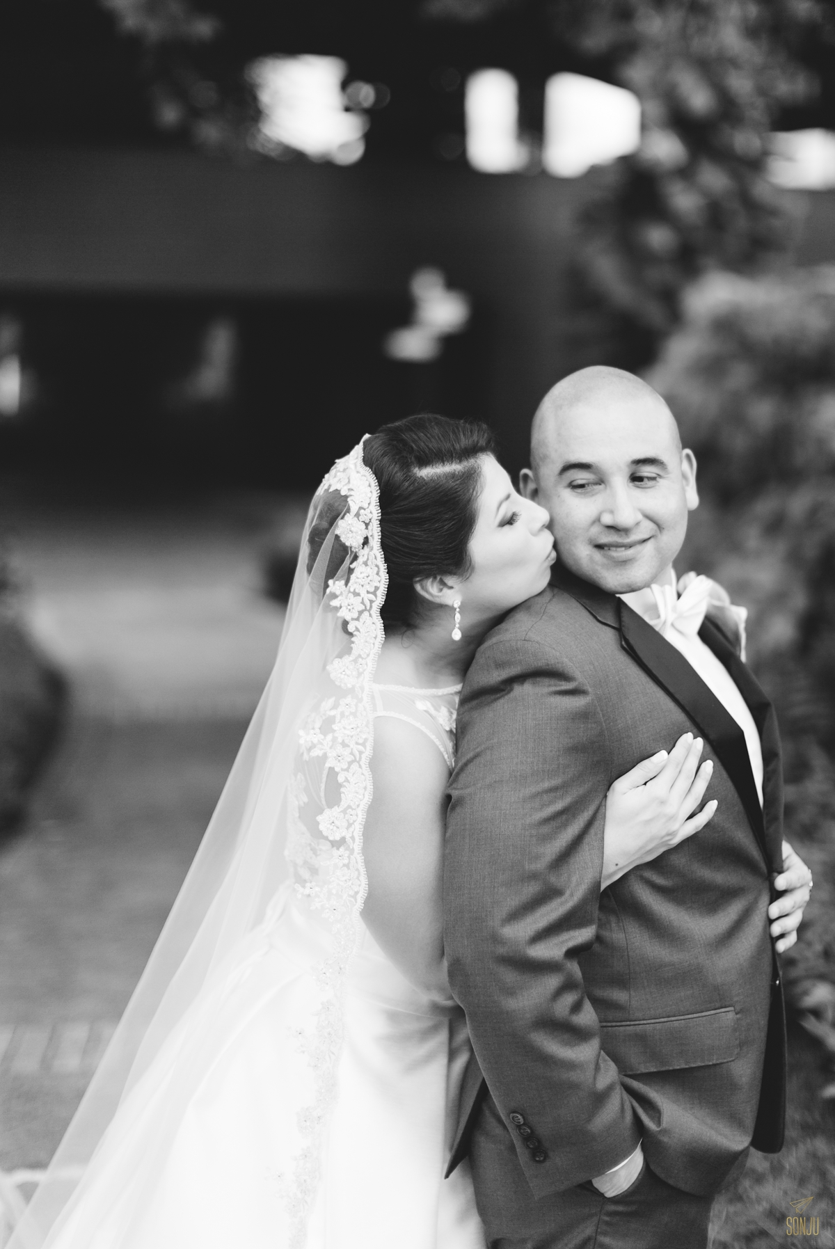 Jacaranda-Country-club-wedding-photographer-florida-venue-sonju-diana-marcos41.jpg