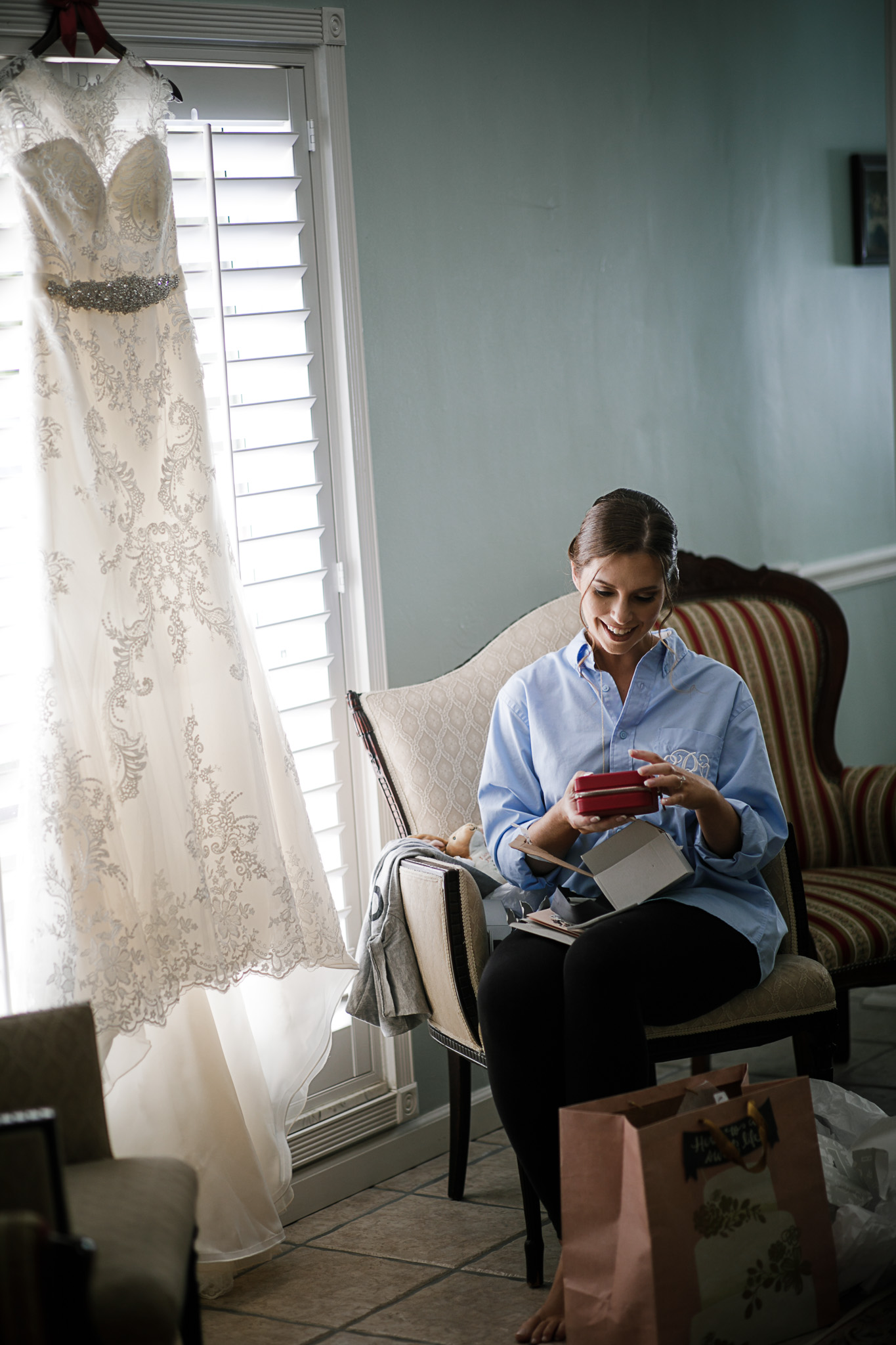 Miami-Wedding-Photographer-Coral-Gables-Venue-Bride-Reads-letter-from-Groom