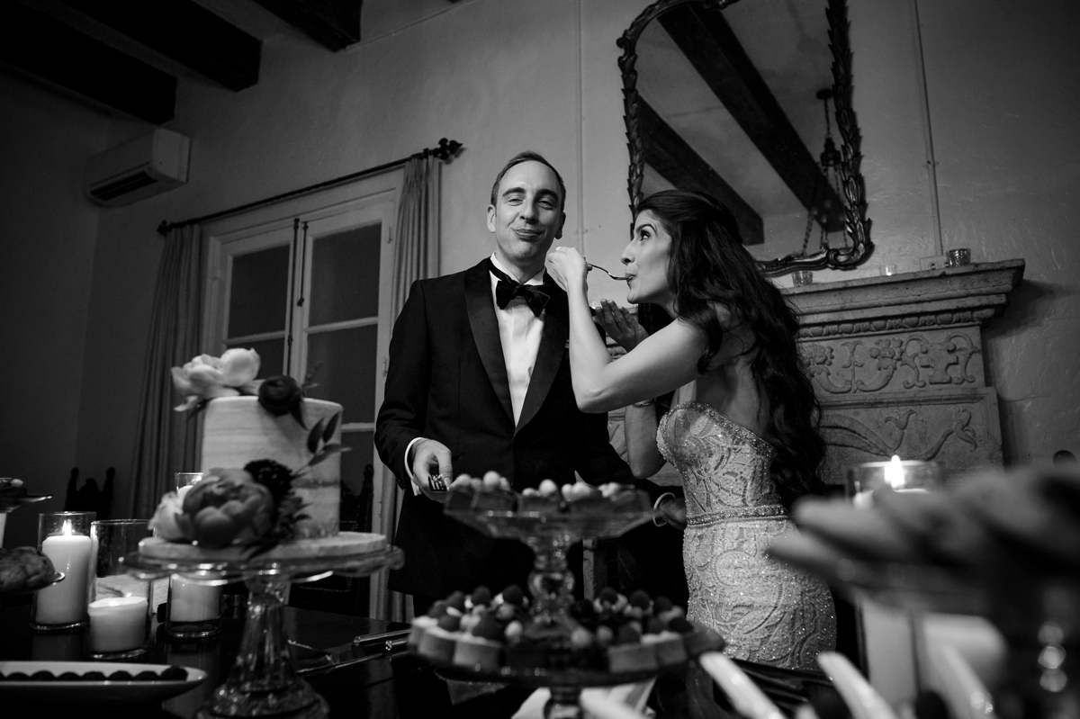 cake-cutting-at-villa-woodbine-miami-wedding-photographer