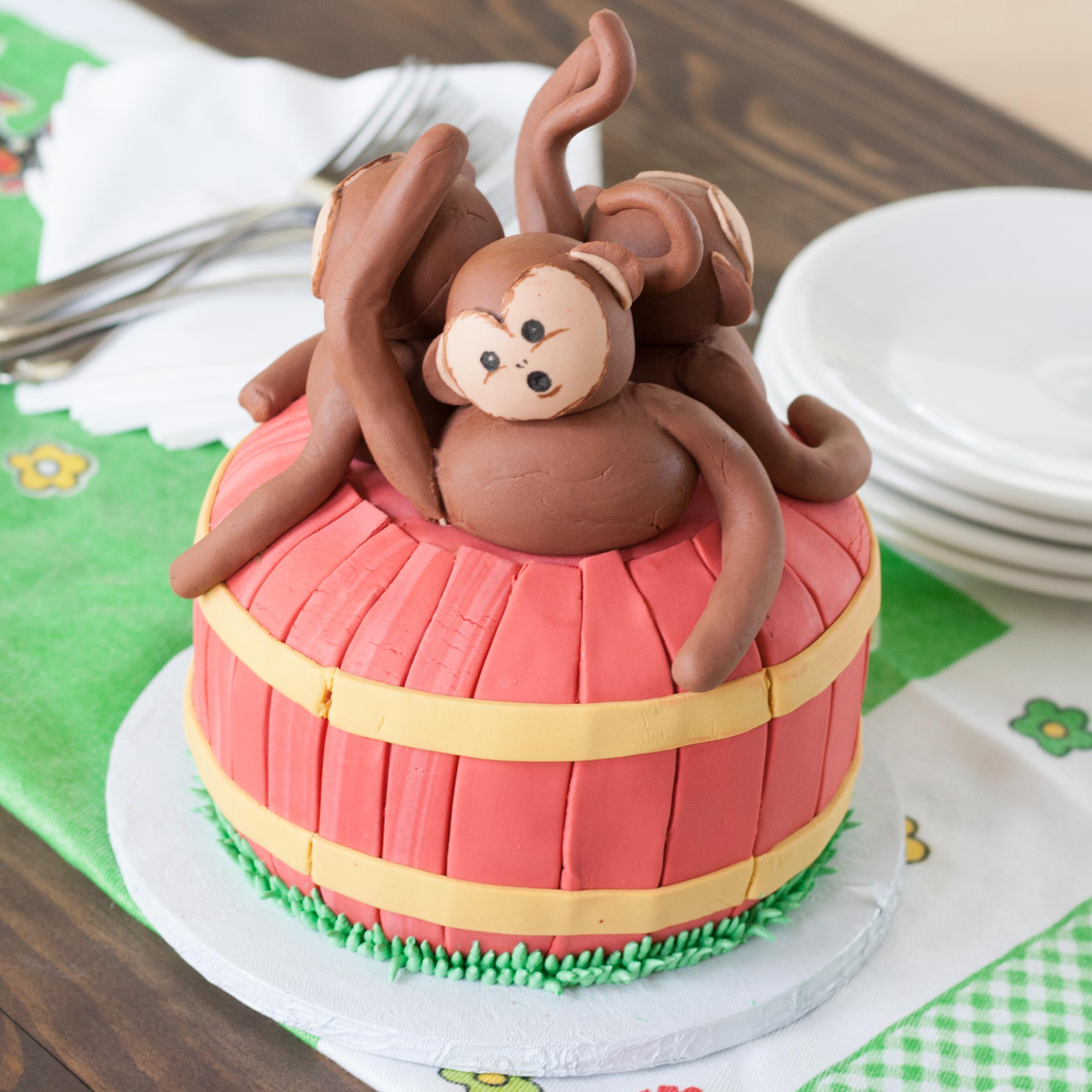 A13. Barrel of Monkeys Cake ($75 Deco).jpg