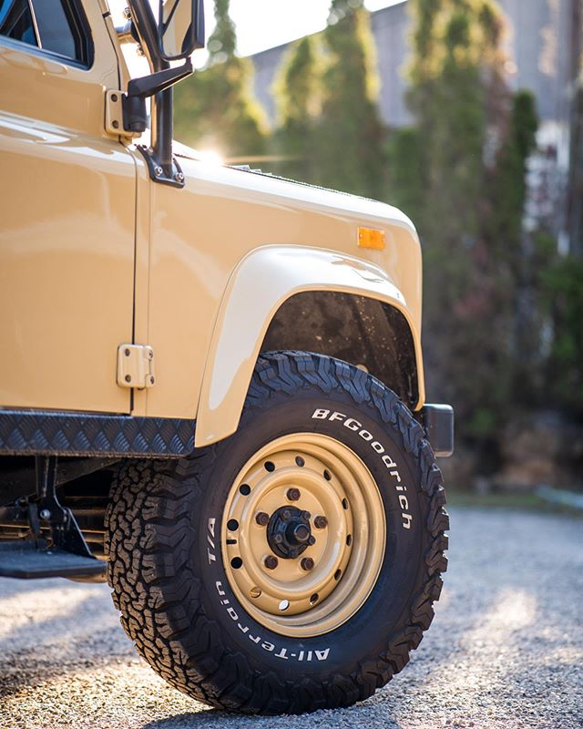 Color-matched or Silver wheels, which do you prefer? . . #landrover #landroverdefender #best4x4xfar #landroverd90 #alloyandgrit