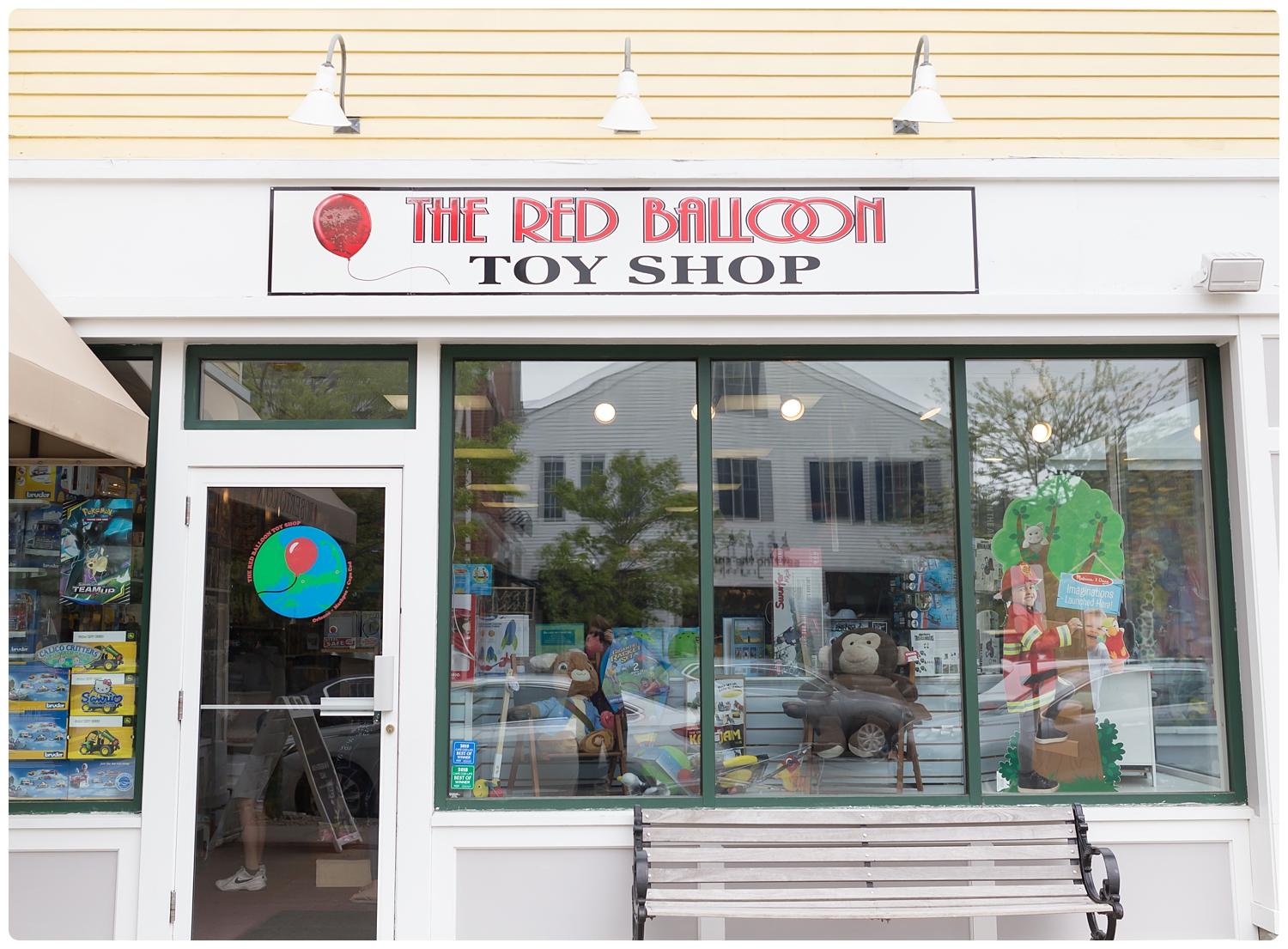 cape-cod-red-balloon-toy-shop-photo.jpg