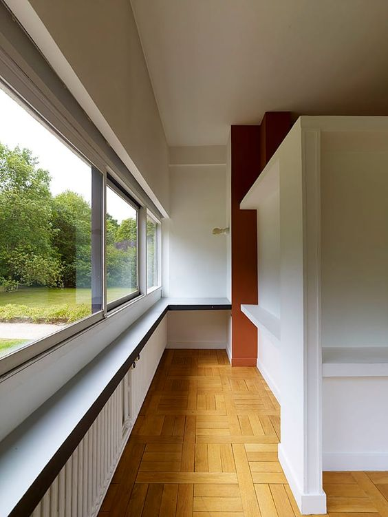 Color blocked interiors, built-in storage/shelving and non load-bearing walls that allow light to pass over.