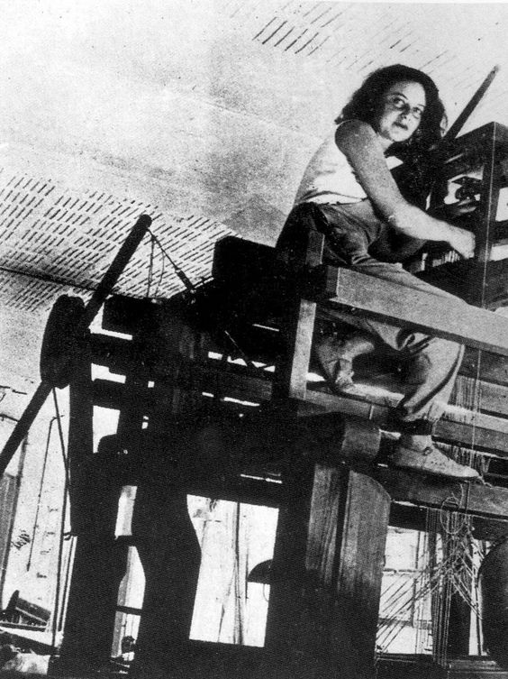 Otti Berger in the weaving workshop