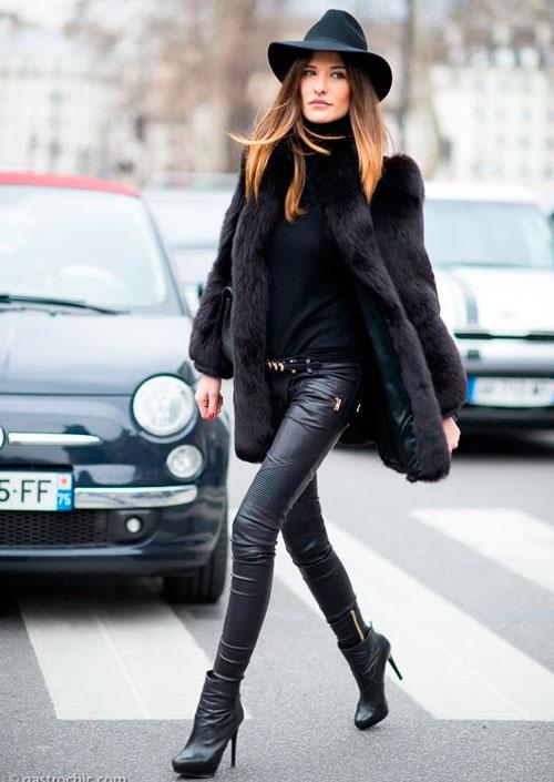 Un poco de negro siempre esta de acuerdo con las tendencias de la moda y que tal una blusa negra de moda ?