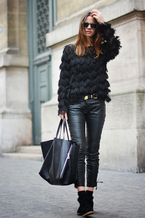 un saco negro es la solución y si lo sumas a unos pantalones negros también, obtienes el look que necesitabas