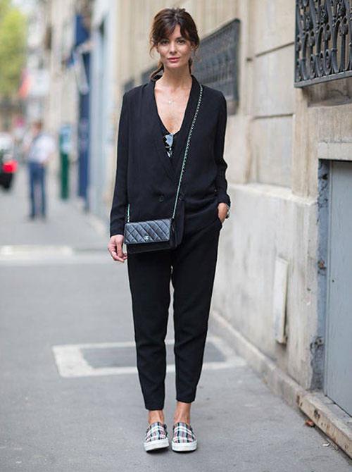 las tendencias de moda de top5fashion indican que usar tenis y blusa negra es cool