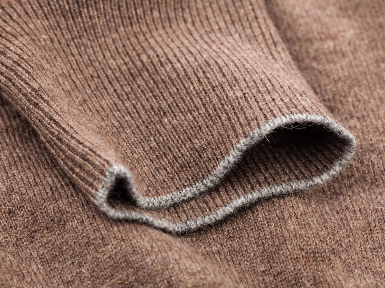MAGLIA       Informale con stile    Scegli tra lana, cotone, cachemire e seta.  Utilizziamo solo pregiate fibre naturali per un capo che mantenga inalterate nel tempo le sue caratteristiche.  Puoi realizzare il modello che preferisci optando per un taglio classico, sportivo o casual.  Avrai in ogni caso il privilegio di indossare un capo su misura, comodo da portare e personalizzato in ogni dettaglio.