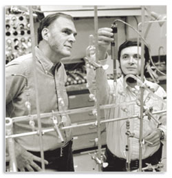 Frank Rowland and Mario Molina in their lab, 1975