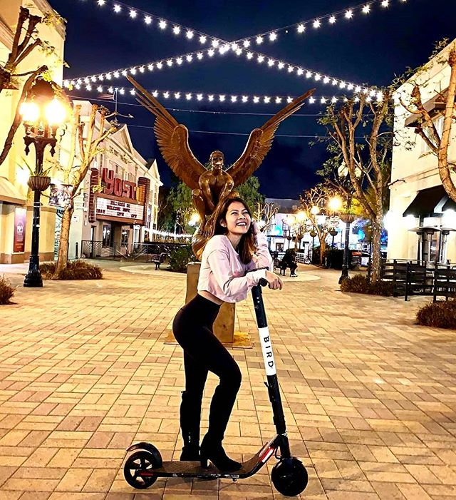 Scooting into the weekend like 🛴 Tonight from 6pm to 10pm, stroll around the @dtsantaana #ArtWalk with friends and family, and admire all the beautiful art from over 40 vendors! Don't forget to stop by to fuel up on some grub 😋📸 @vytran313 🙌🏼 #4thStreetMarket #DTSA #SantaAna