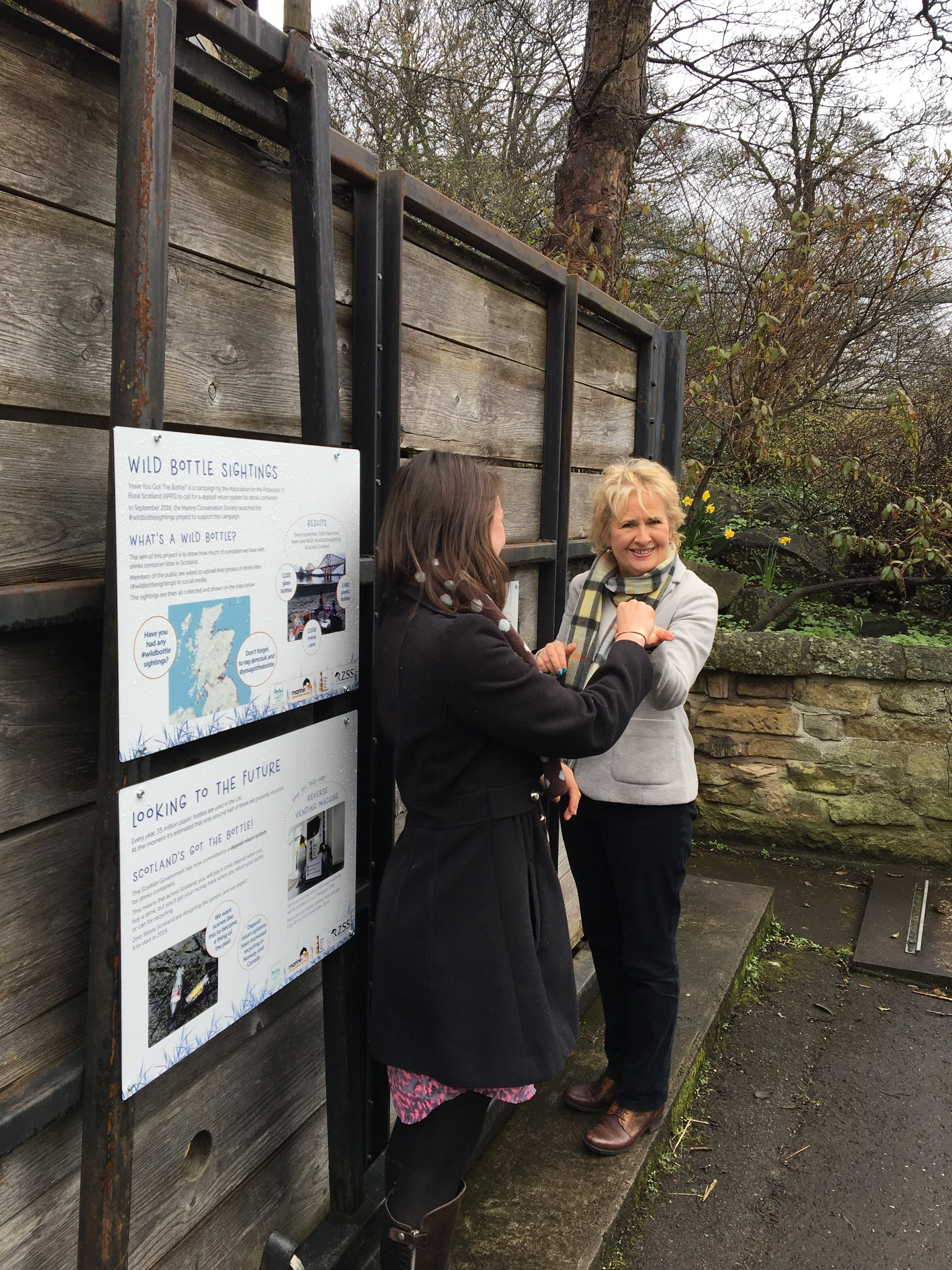 Cabinet Secretary for the Environment, Climate Change and Land Reform Roseanna Cunningham MSP came to return a plastic bottle as well! Jenni Hume, the Campaign Manager for 'Have You Got the Bottle?' campaign, is handing Roseanna Cunningham her 10p reward.