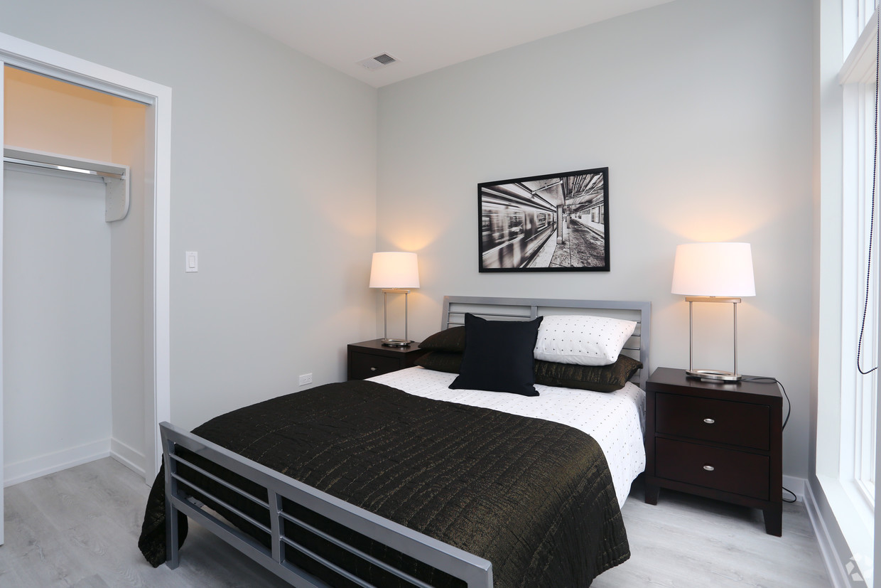 713-n-milwaukee-ave-chicago-il-2br-1ba---2nd-bedroom.jpg