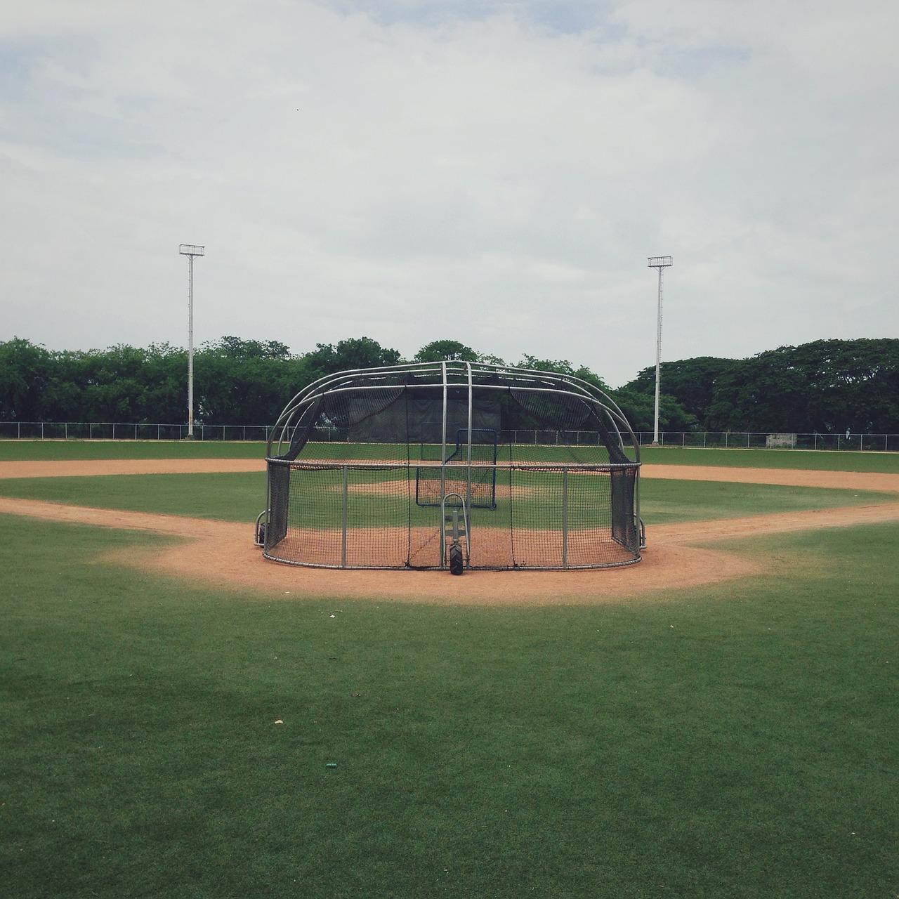baseball-diamond-2619553_1280.jpg