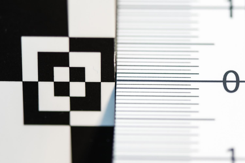 Datacolor SpyderLENSCAL focus lines up close.