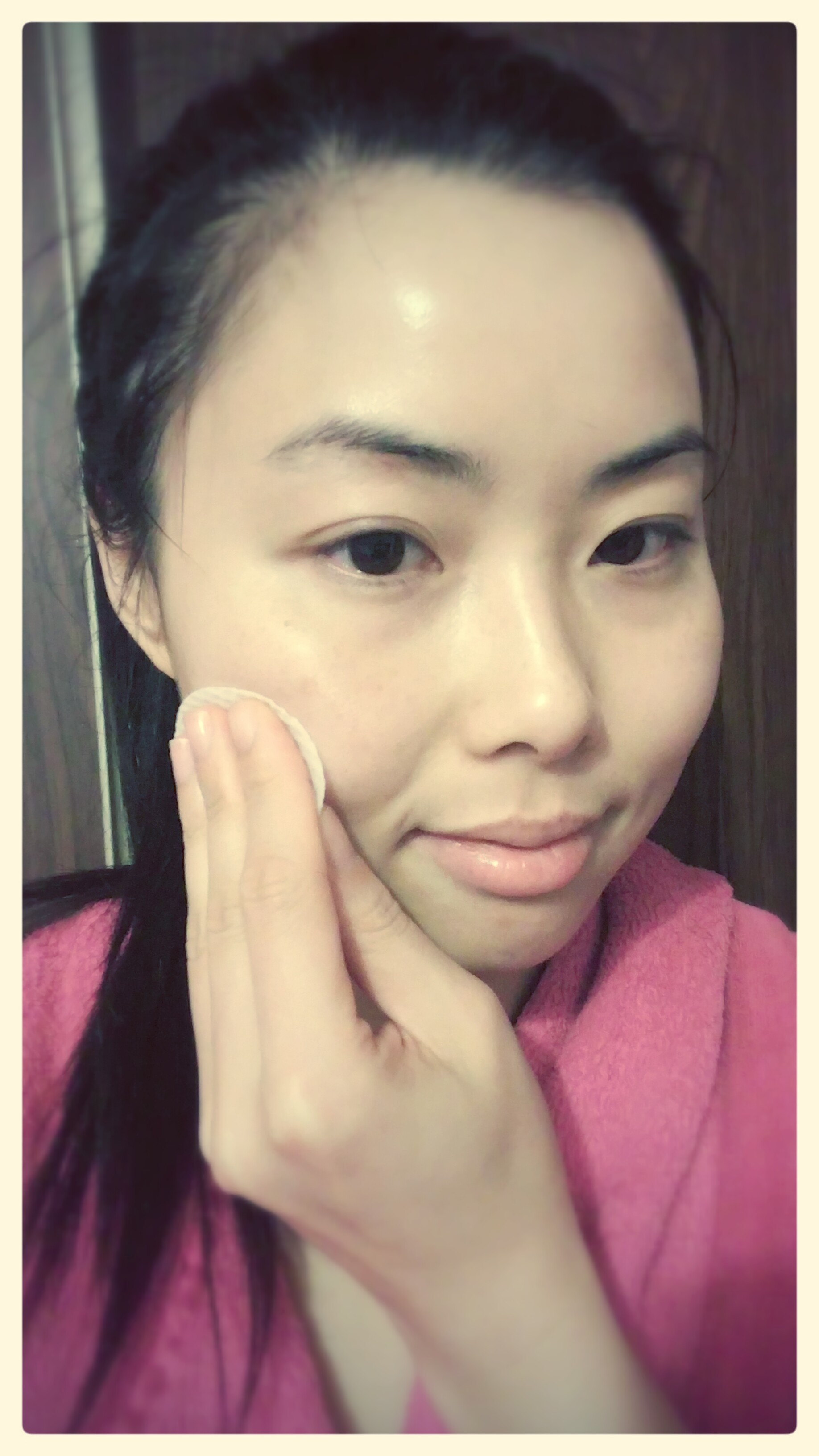 No makeup on, doing the padding motion with The Face Shop's Clean Face Blemish Zero Clarifying Lotion.  Photo taken with LG G4, with Look 10 filter, and frame.