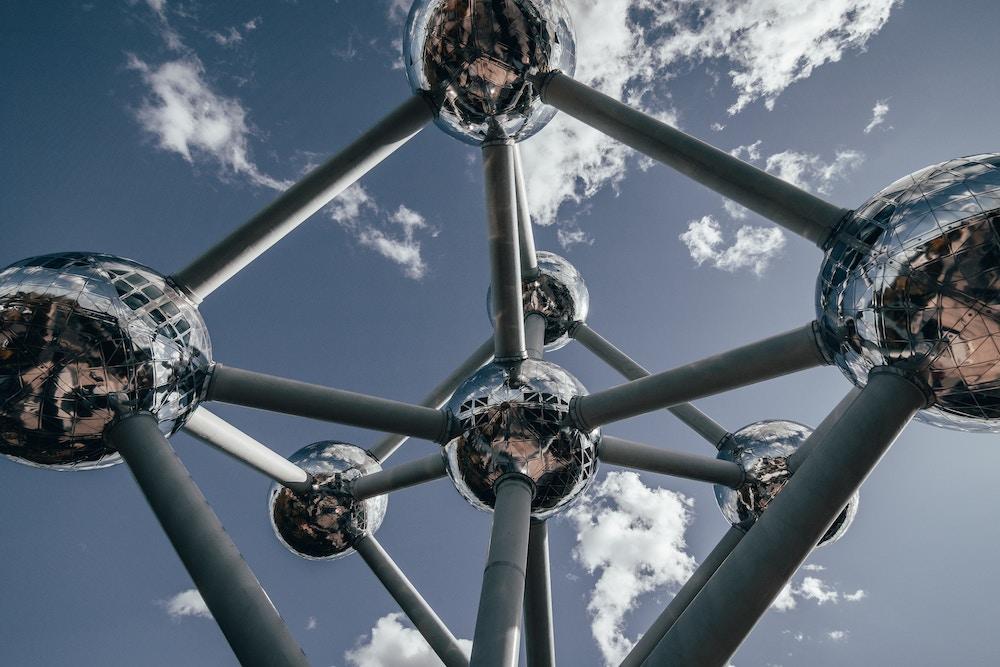 L'  Atomium  de Bruxelles, créé par l'architecte André Waterkeyn à l'occasion de l'Exposition universelle de Bruxelles de 1958.