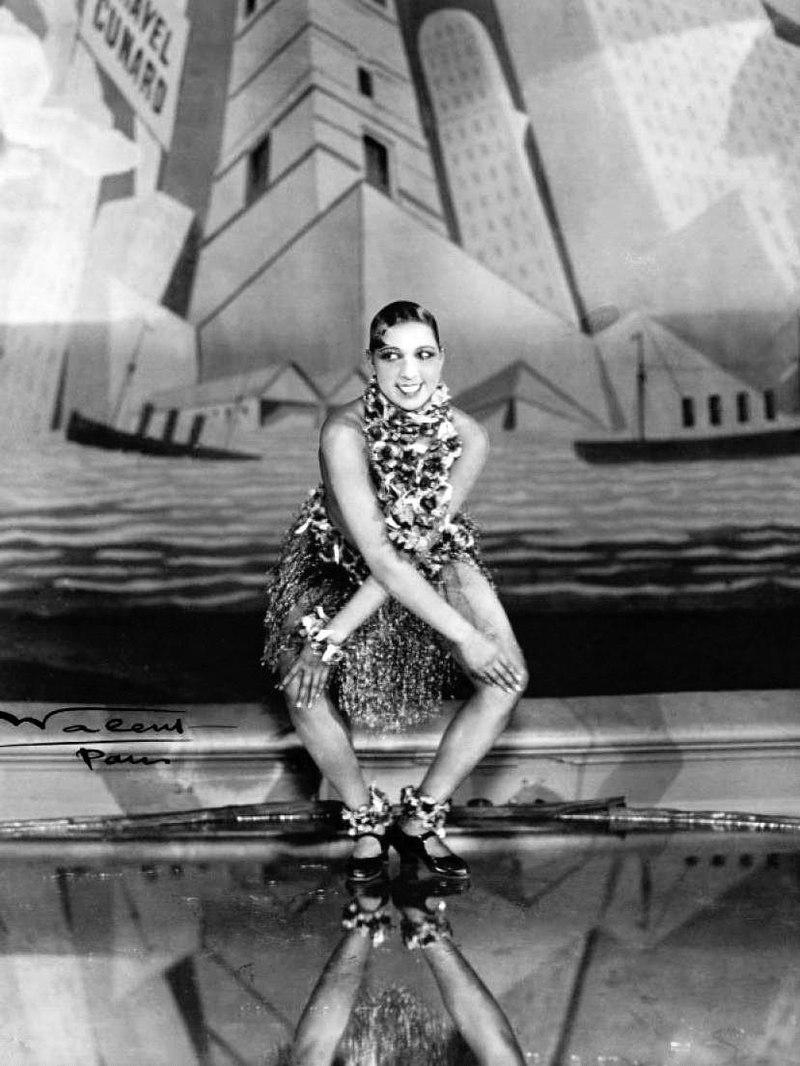 Josephine Baker  dancing the  Charleston  at the  Folies-Bergère ,  Paris