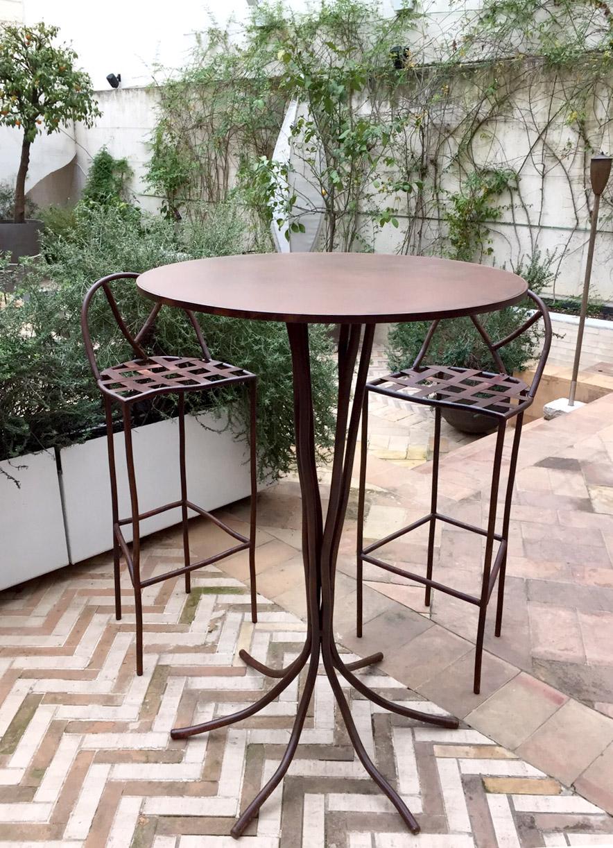 Mesa y taburetes exterior