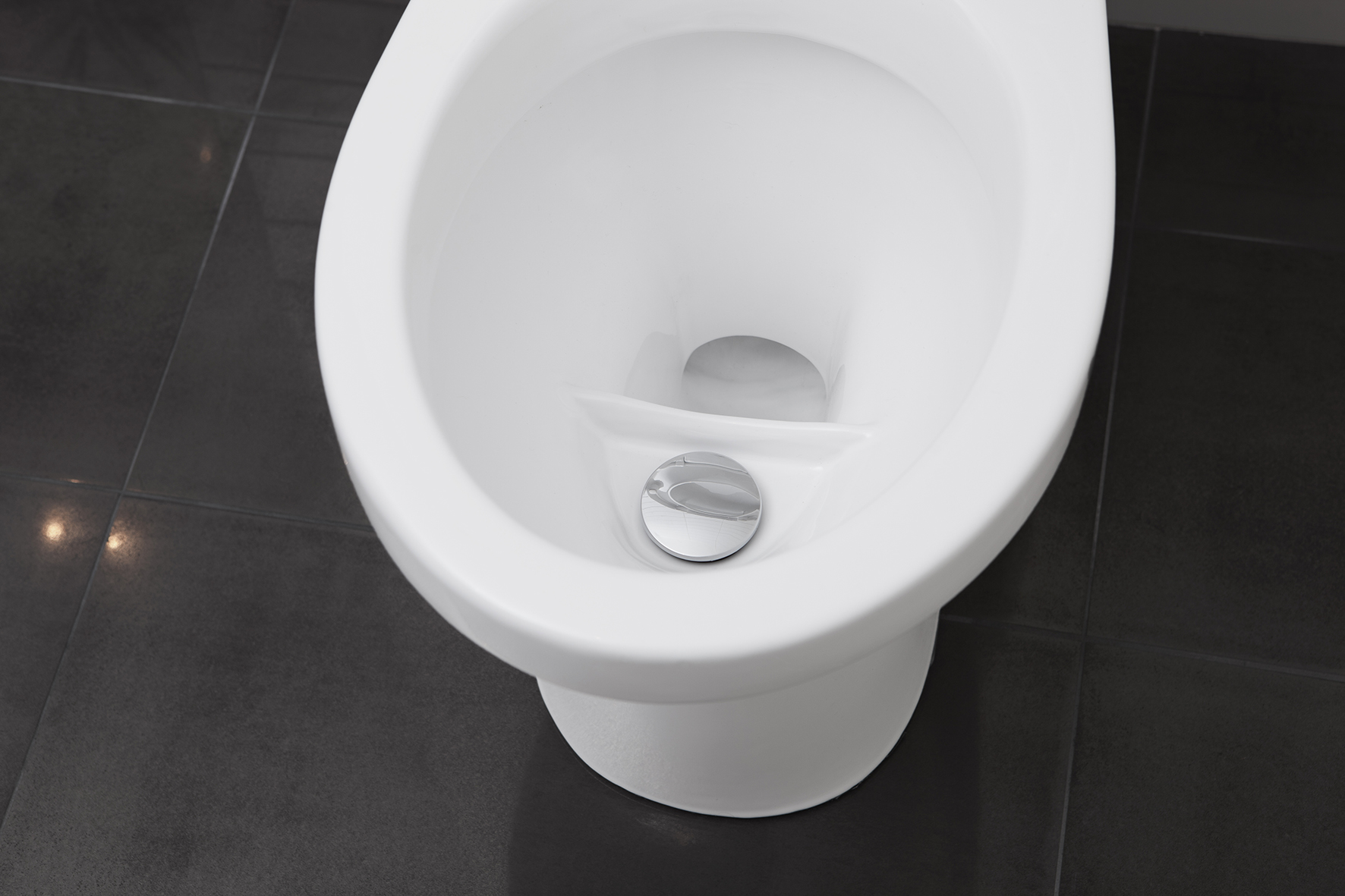 EcoFlush - Ultra-low-flush toilet below 1 liter in average per flush. - EcoFlush is the bestseller that flushes between 0.7 to 0.9 liter per flush (0,25 gal) on average and saves huge amounts of water and economy for villas, property owners, industrial complexes, hotels and eco projects. An incredibly and revolutionary low-flow toilet that saves hundreds of liters against other so-called