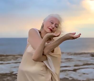 100-year old dancer Eileen Kramer  Image: www.womenrockproject.com