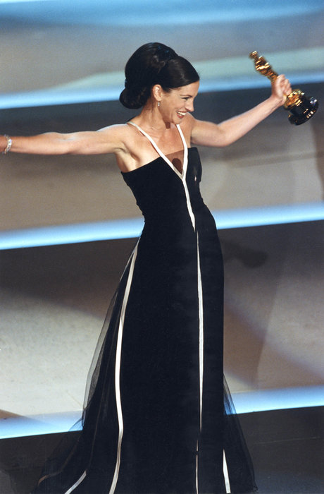 Julia Roberts at the 2001 Oscars, where she won Best Actress for  Erin Brockovich    @ Oscars website
