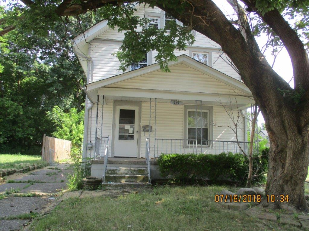 919 Hunt Street, Akron, Ohio 44306  Minimum Offer:  Non-Profit $6,764 For-Profit $9,566 Owner-Occupant $8,632 List Date: 08/22/19 Offer Deadline: 09/23/19 by 4:00 p.m.  Minimum Renovation Requirements   NO  Application Fee 4 Bed | 1 Bath | 1,498 sq. ft.   Property Showing:  Friday, September 6th and Friday, September 13th from 11:30 a.m. to 12:30 p.m.