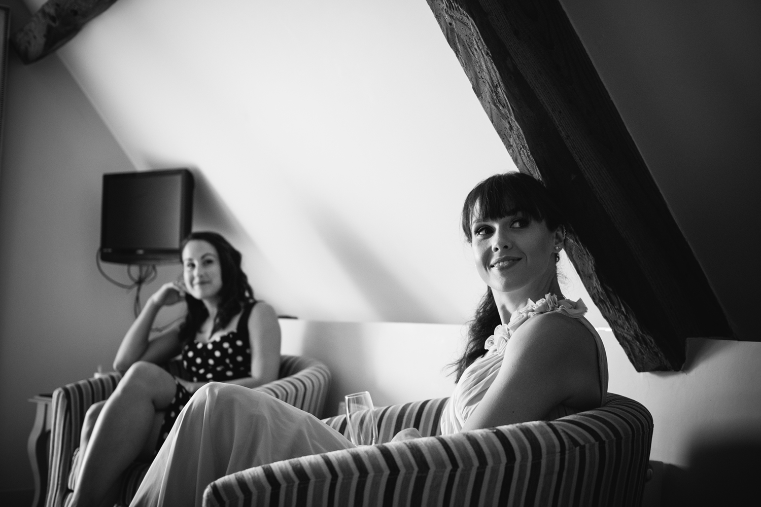 Kingscote-Barn-Wedding-Photographer-17.jpg