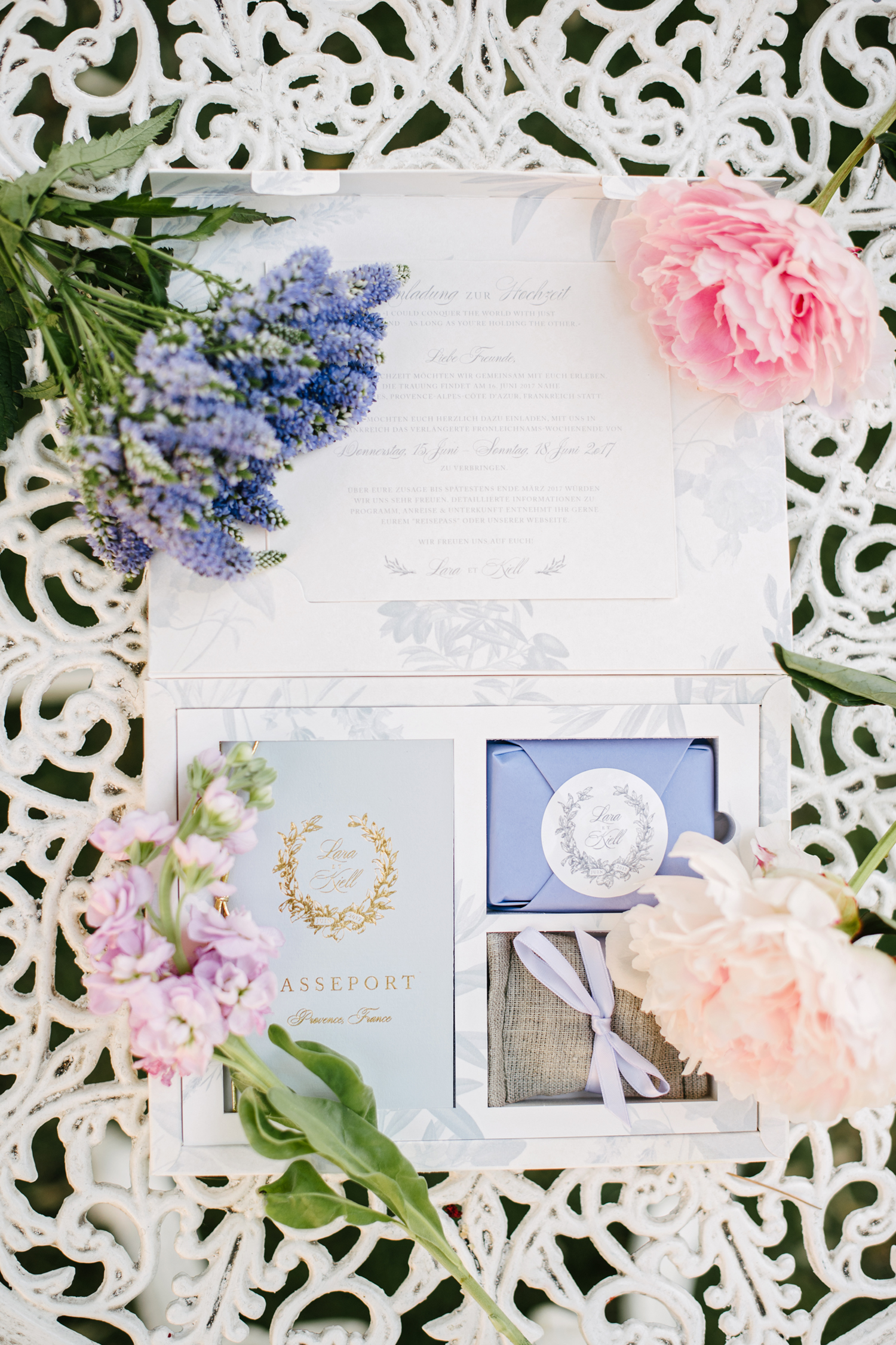 Chateau-Robernier-Wedding-Photographer-0010.jpg